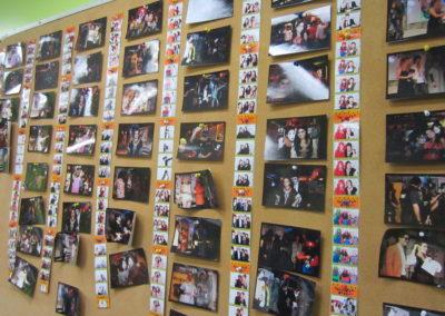 掲示板のハロウィンパーティの写真