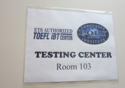TOEFLのテストセンターもやっています