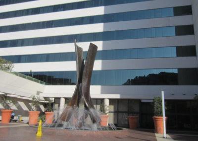 建物の前にある噴水