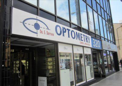 OPTOMETRY320と書いてある建物が目印です。